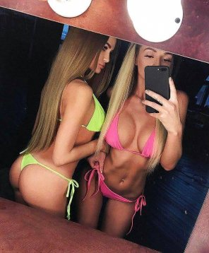 amateur photo PictureTwo hot friends and a mirror