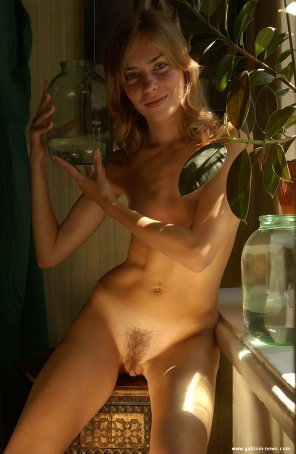 amateur photo Track star poses nude