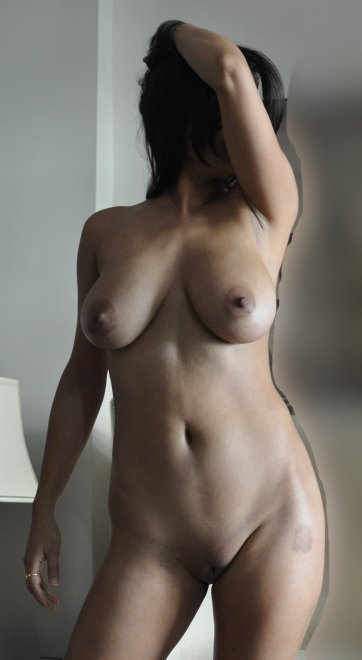 """Posing at home, DD and 5'4"""" Porn Photo"""