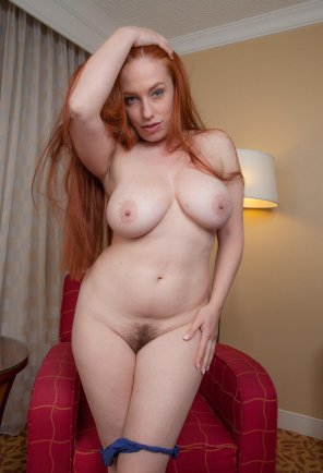 amateur photo Curvy Titania