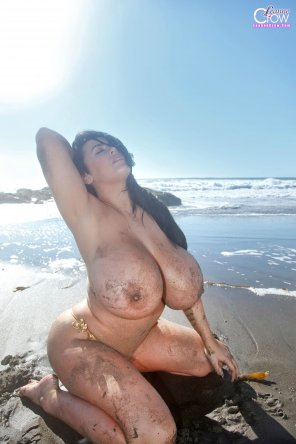 amateur photo Leanne Crow is dirty at the beach