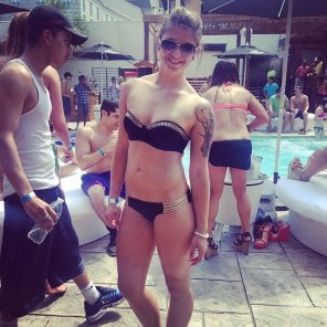 amateur photo Pool party hottie