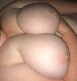 amateur photo IMAGE[Image] Big pale tits in bed