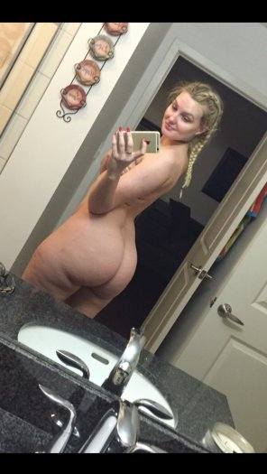 amateur photo Wide hips blonde