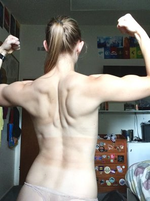 amateur photo Baby back muscles