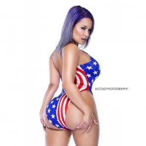 amateur photo Jessica Kylie. Thickness made in America.