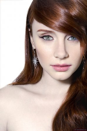 amateur photo Bryce Dallas Howard is gorgeous.