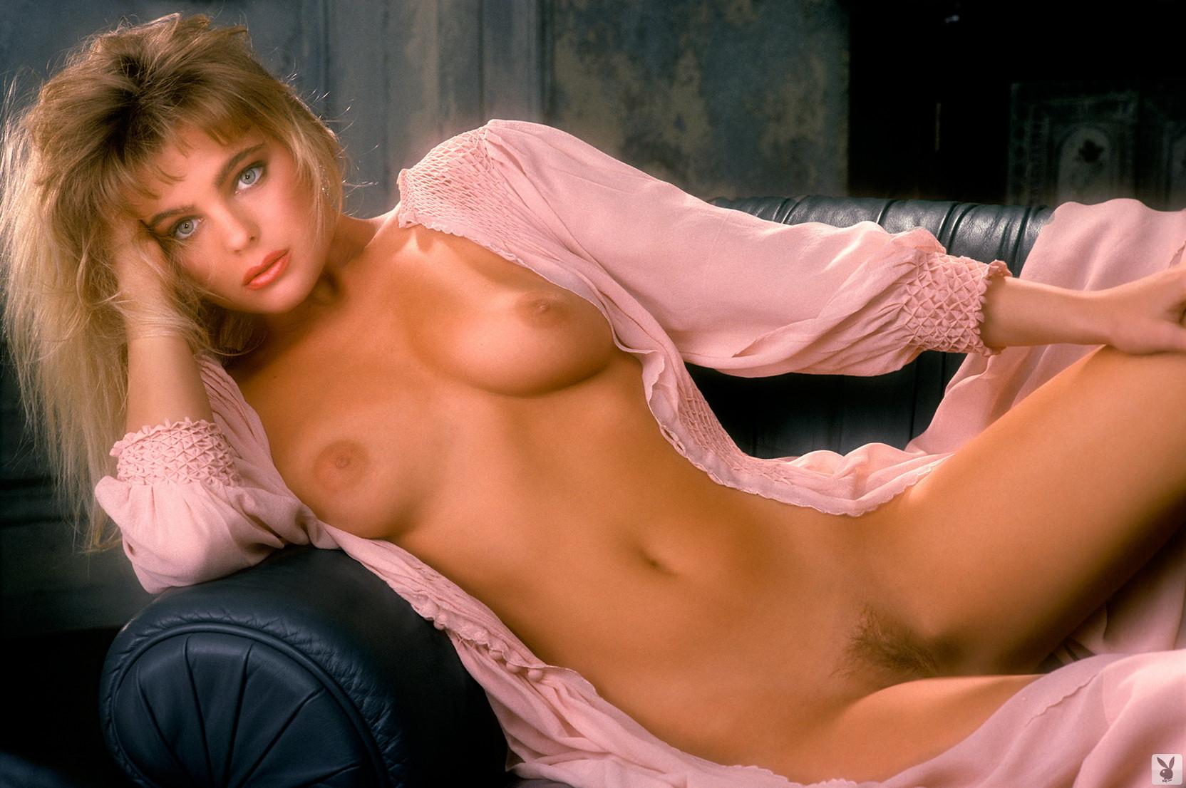 Eleniak topless erika Erika Eleniak