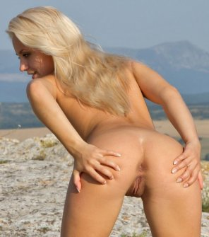 amateur photo A Blonde's Bleached Butthole