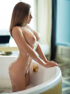 amateur photo Babe in a bath