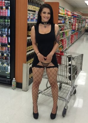 amateur photo Katrina Jade at the grocery store