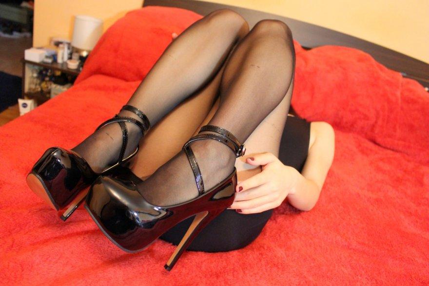 Shiny heels! Porn Photo