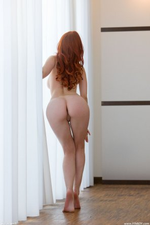amateur photo redhead from the rear