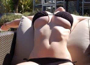 amateur photo stretch underboob