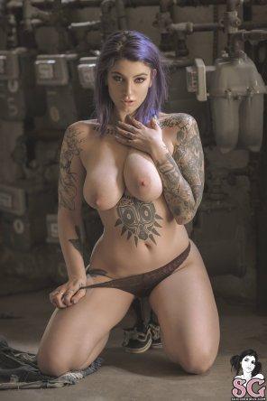 Ebony nude hairy pussy