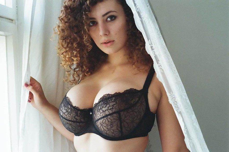 Busty in lingerie Porno Zdjęcie