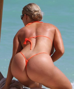 amateur photo With suits this small, it's no wonder she has no tanlines