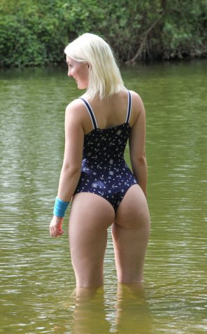 amateur photo Blonde down at the lake