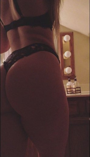amateur photo thick thighs, phat ass 🍑