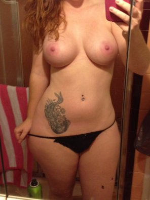 amateur photo curvy redhead