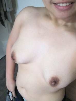 amateur photo No bra Day 2. Will my coworkers notice it? [F]