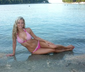 amateur photo Pink bikini