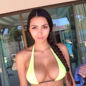 amateur photo Braid, Bikini & Boobs