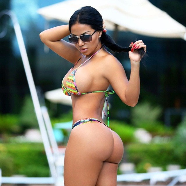 Tanned Latina Ria Rodriguez demonstrates her ideal juicy booty  335837