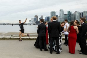 amateur photo PsBattle: Justin Trudeau waving to prom-goers
