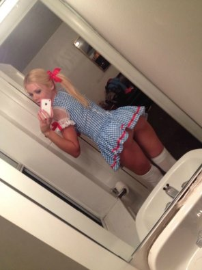 amateur photo Short dress selfie