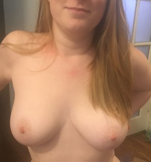 amateur photo Apparently you like my tits 😘 [f]