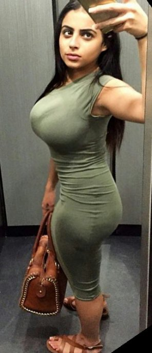amateur photo This sub needs more Latinas, starting with this fine lady