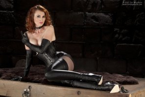 amateur photo Kendra James [via r/ladiesinleather]