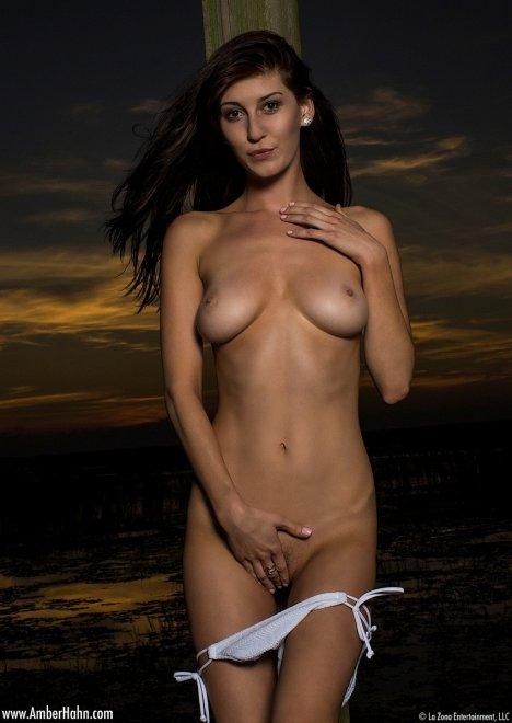 Nude Pix HQ Hot milf spreading