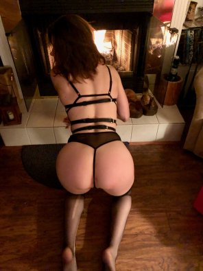 amateur photo 👸🏻20[F] It's nice and warm, and the fire isn't bad either