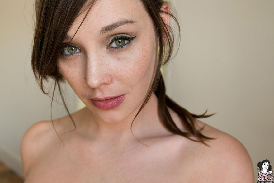 Damn those green eyes Porn Photo