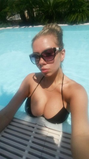 amateur photo Busty Petite Pool Side