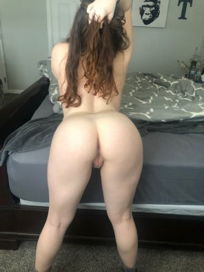 amateur photo [18F] Even by myself, I need to feel my hair pulled and my back arched to be able to get any pleasure