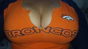 amateur photo Bronco fan