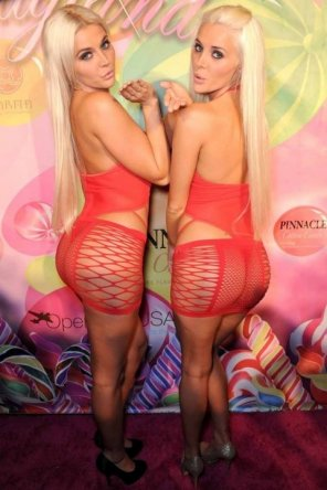 amateur photo Fishnet blondes