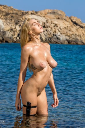 amateur photo Kendra Sunderland x Tomb Raider