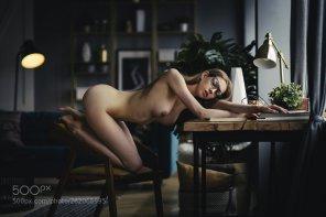 amateur photo Artist in her studio