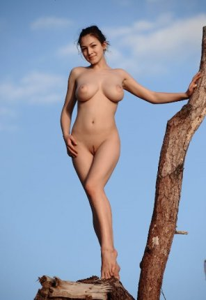 amateur photo blonde big boobs climb the tree