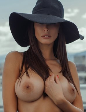 amateur photo Big black hat