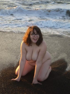amateur photo Beach nude girl