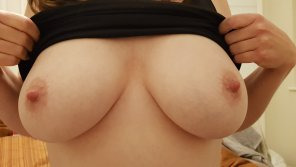 amateur photo Image[image] my wife's tits
