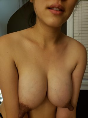 amateur photo Any volunteers to play with my nipples? [F]