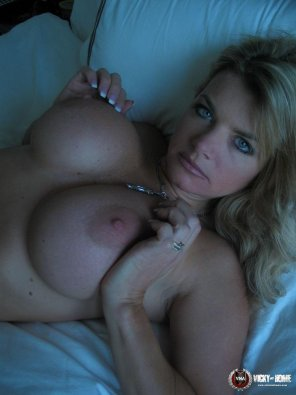 amateur photo Vicky Vette
