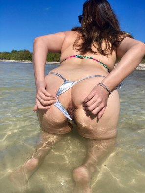 amateur photo Showing my hole in public beach