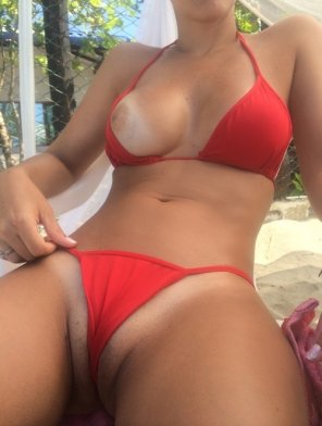 amateur photo Curvy girl in her red bikini